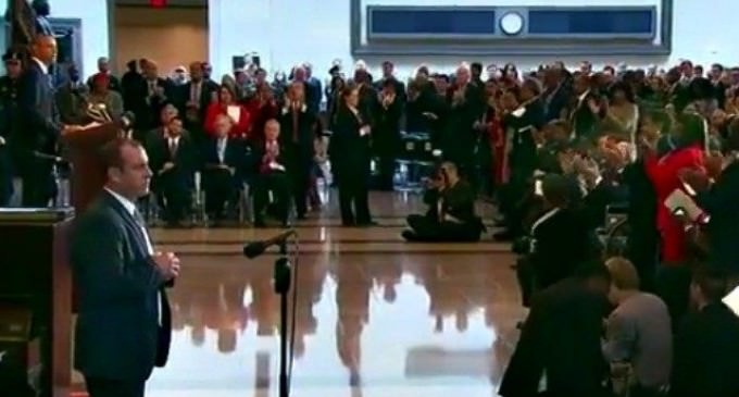 Congress Gives Obama A Standing Ovation in Challenge To Trump