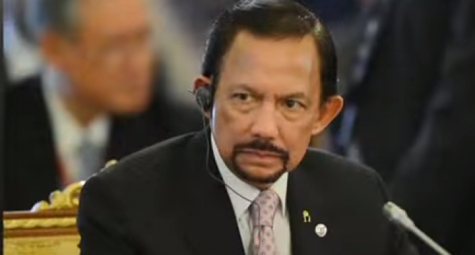 Hypocrite Sultan Makes Christmas Illegal