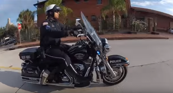 Texas City Orders Cops to Stop Bible Study