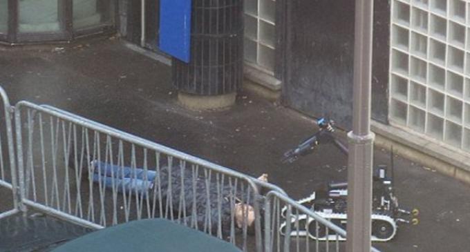 """Knife-Wielding Attacker Screaming """"Allah Hu Akbar"""" Shot Dead By Paris Police"""