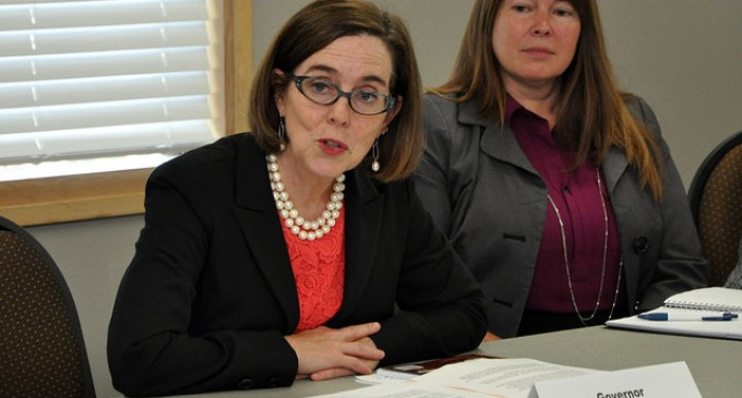 Oregon Outcry Prevents Governor From Raising Minimum Wage