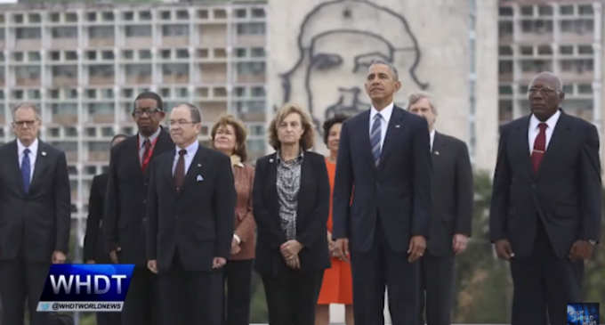Obama Poses with Che