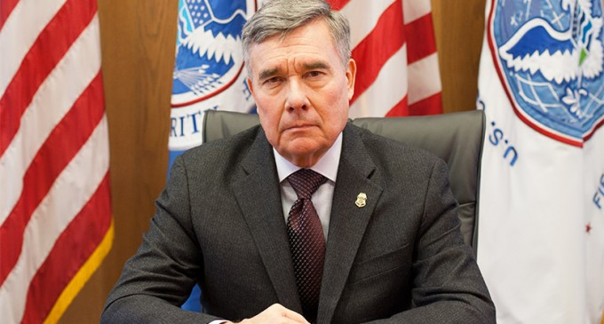 Border Chief Threatens Agents Who Object to Obama's Amnesty Agenda