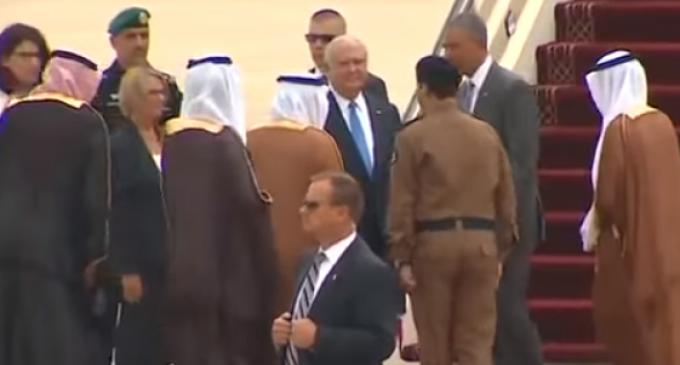 Saudi King Doesn't Bother Greeting Obama at Riyadh Airport