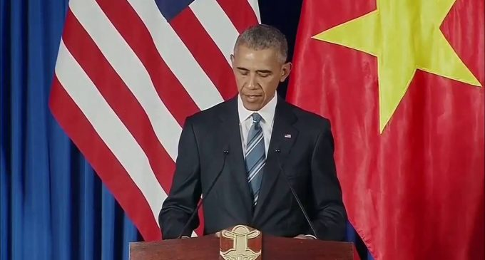 China Blames US, Journalists for Obama Airport Debacle