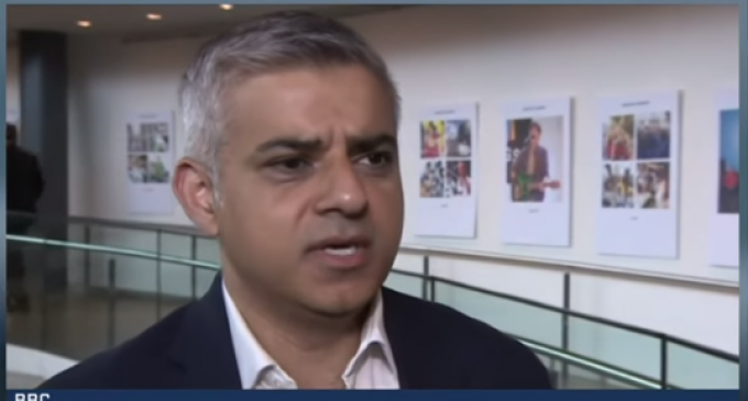 """London's Muslim Mayor to """"Ignorant"""" Trump: Allow Muslims in or Face Attacks"""