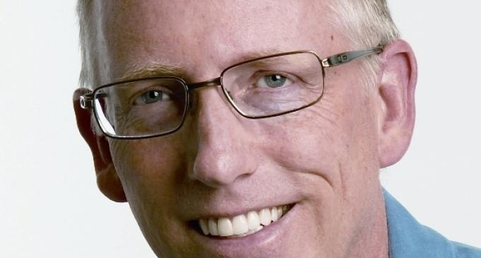"""Dilbert Creator Adams """"Endorses"""" Hillary Clinton out of Fear for his Personal Safety"""