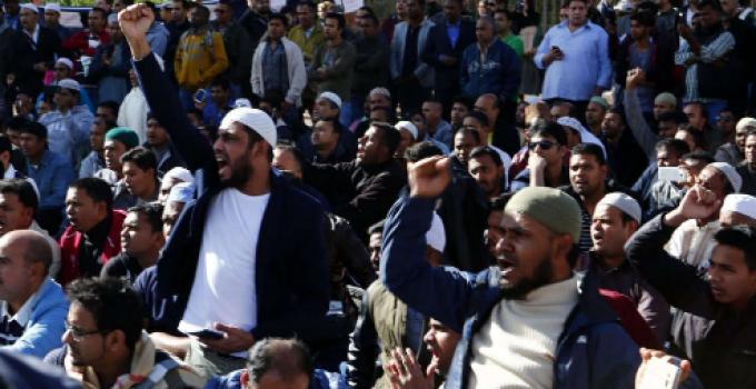 muslims_outside_roman_chant