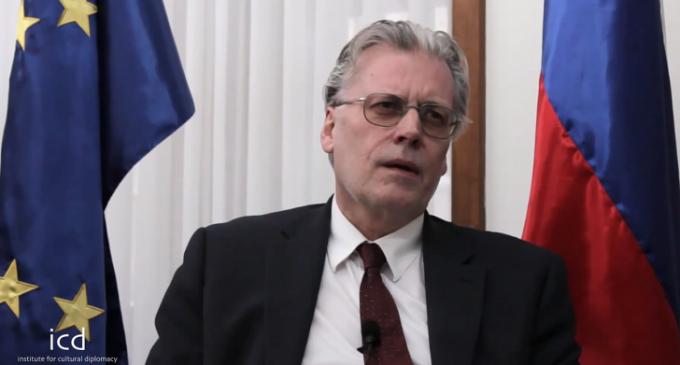 "Icelandic Interior Minister: Obama Admin Sent ""Planeload of FBI agents"" in Attempt to Frame Julian Assange and WikiLeaks"
