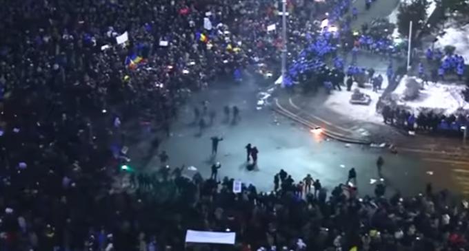 Quarter Million Romanians Take to Streets in Protest of Pro-Corruption Decree