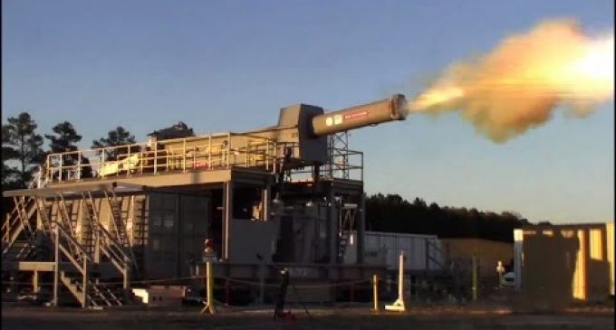 "Navy Railgun Unveils ""Weapon of the Future"", Height of ""Star Wars"" Technology"