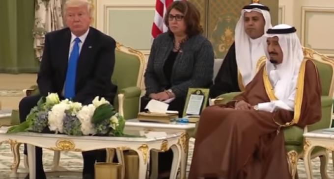 Body Language Expert Analyzes President Trump During Visit to Saudi Arabia