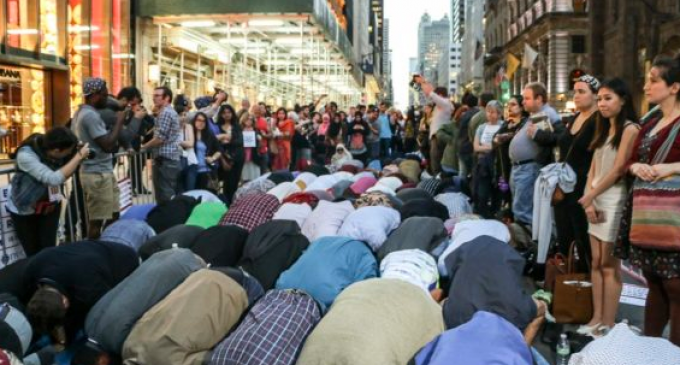 Muslims Take Over Street in Front of NY Trump Tower for Ramadan