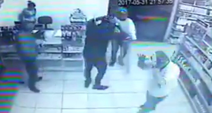 Criminal Makes Mistake of Attempting Robbery Where Everyone was Armed