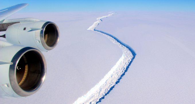 Iceberg Size of Delaware Breaks Off Antartica, Floats North