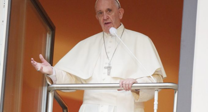 """Pope Francis Calls for """"New Global Political Authority"""" to 'Save Humanity'"""