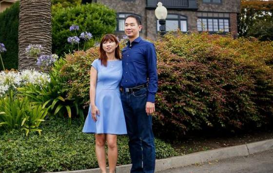 couple_buys_street