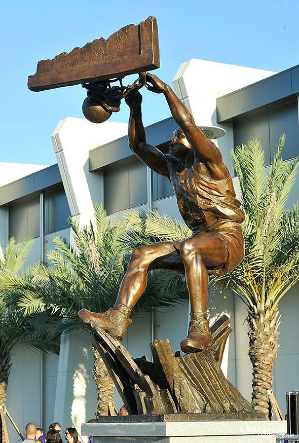 shaq-statue