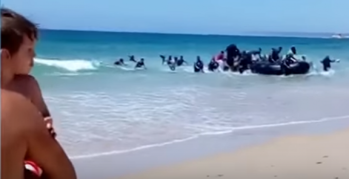 spanish_beach_migrants