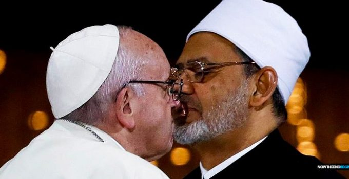 Pope Francis Signs 'Universal Peace Document' with Grand Imam of al-Azhar