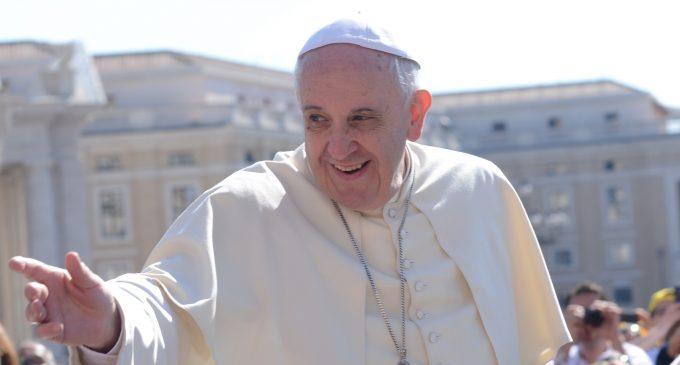 Pope Francis Funds Migrant Caravans