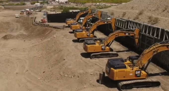 """""""We Build the Wall"""" Organization Erects Half Mile of Border Wall in 4 Days"""