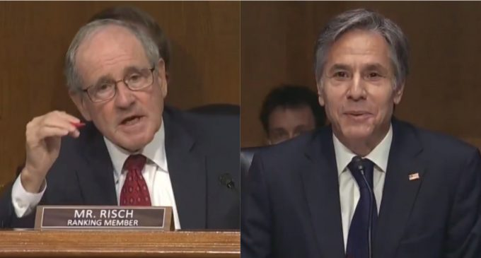 """Sen Risch Demands to Know """"Who Cuts Off Biden's Mic?"""", """"We Need To Know Who's In Charge"""""""