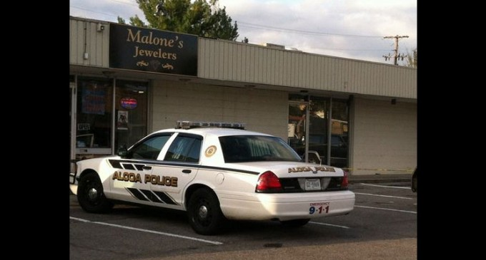 Alcoa, TN: Store owner in a wheelchair foils robbery with gun