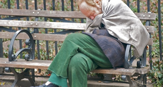 Florida Ordinance Makes It Illegal For Homeless To Use Blankets