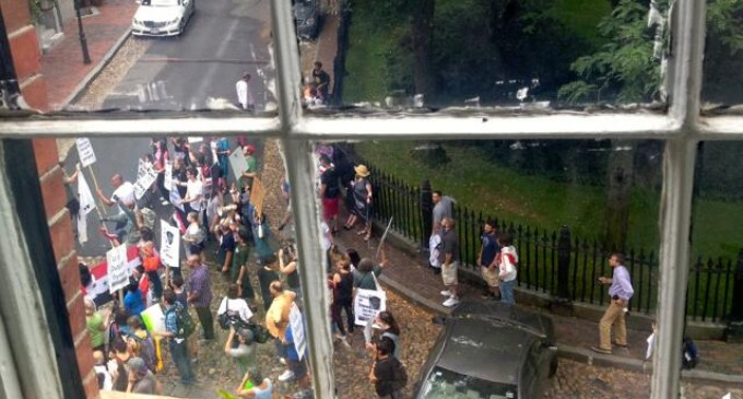 Angry Protesters Beseige John Kerry's House