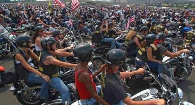 Breaking: Bikers Ride On Veteran's Memorial In Washington D.C. In Support of Vets