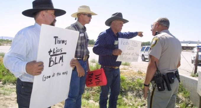Defiant Nevada Rancher And Protesters Face Down Armed Federal Agents in Escalating Standoff