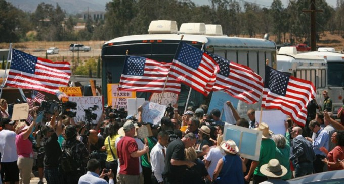 Protesters Turn Back Busloads Of Illegals – Proving People Can Still Take Action