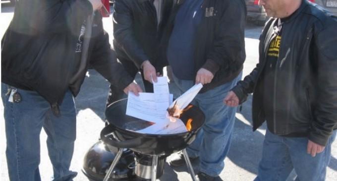 Upstate New Yorkers Burn 1,000 Gun Registration Forms