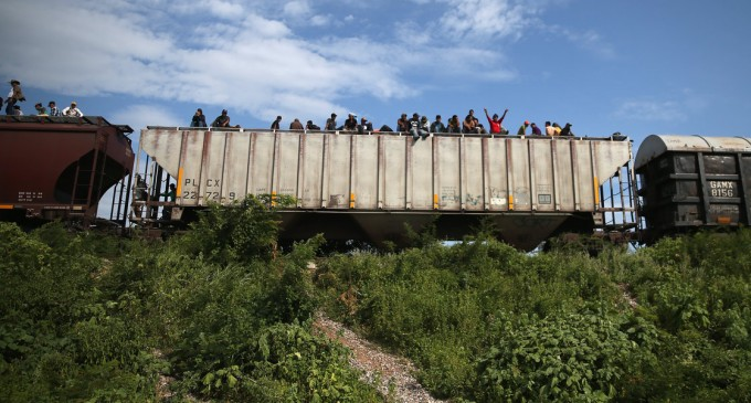 Central American Newspapers: The US Has Open Door for Illegal Minors